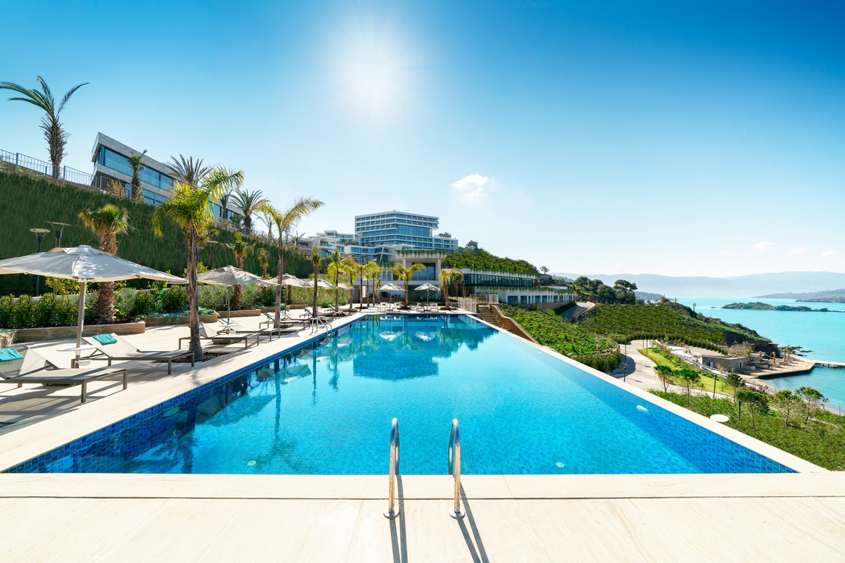 4 of the World's Most Luxurious Swimming Pools