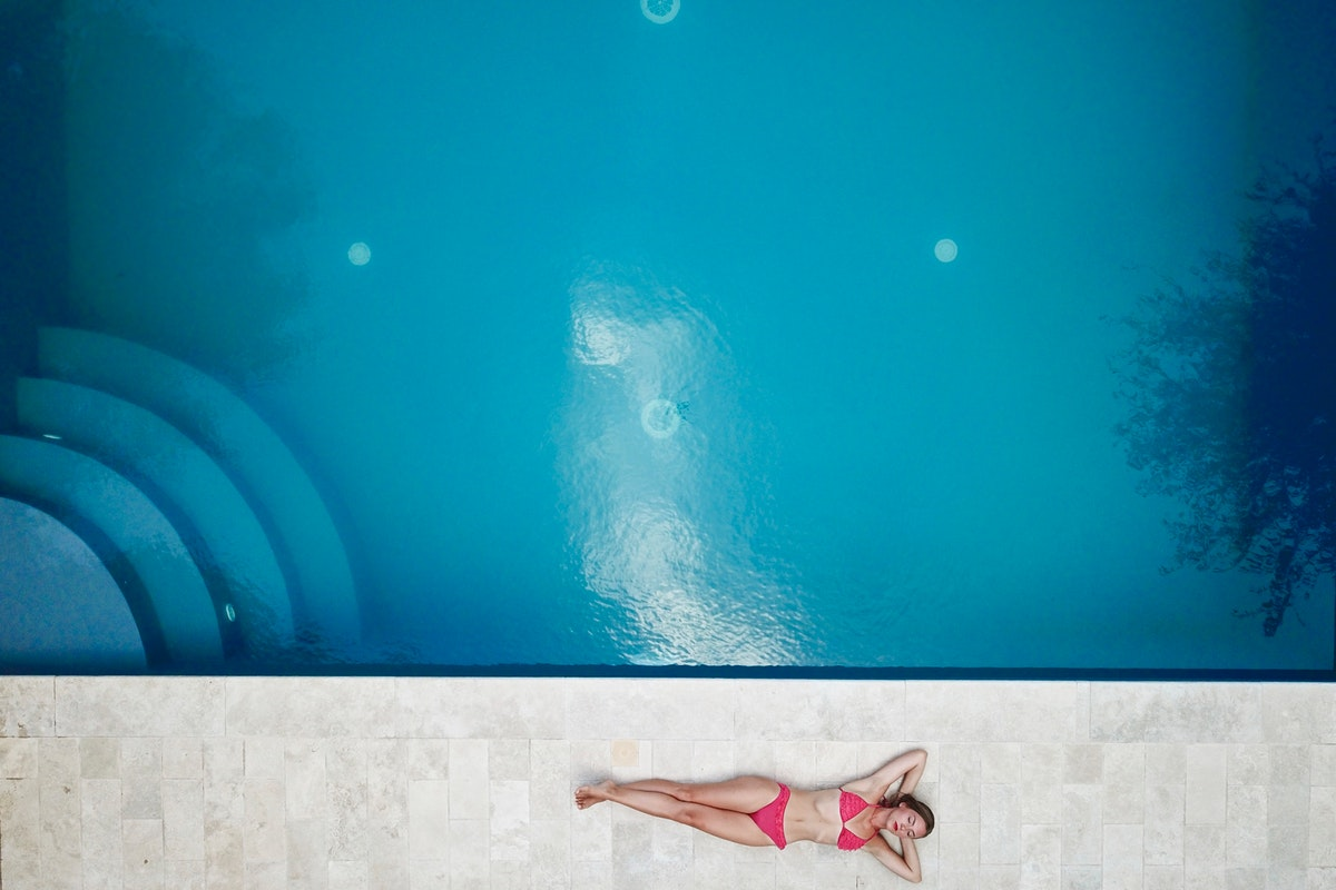 4 Signs Your Swimming Pool Needs a Renovation