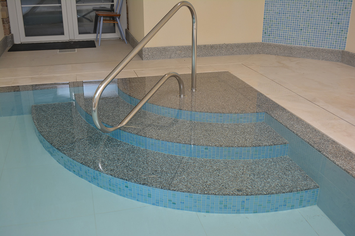 5 Places to Use Tile in Your Swimming Pool