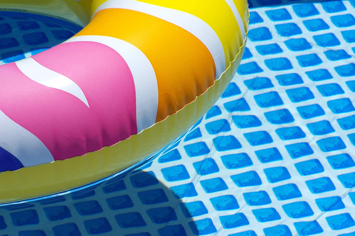 Choosing the Perfect Pool Water Color