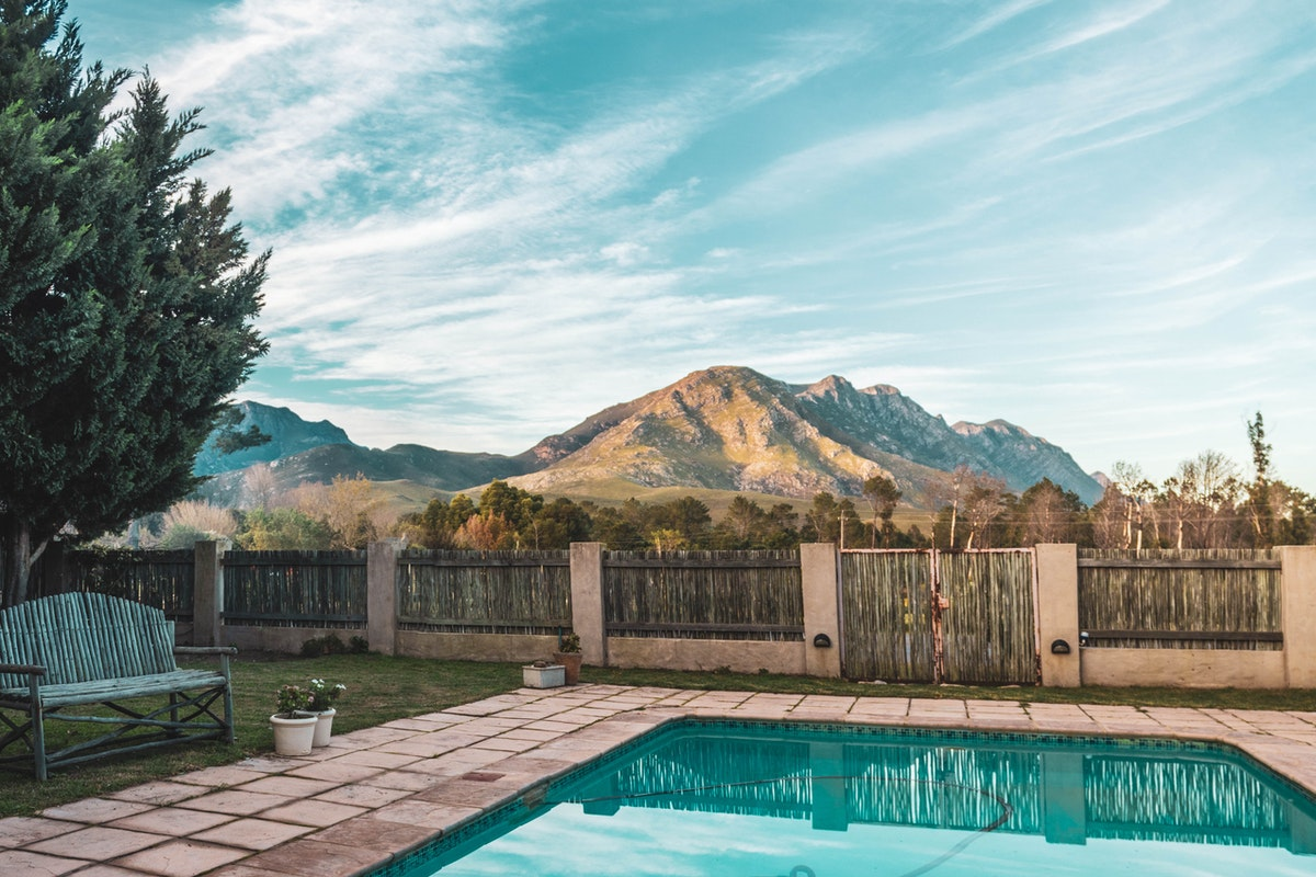 Five Reasons to Have a Backyard Swimming Pool