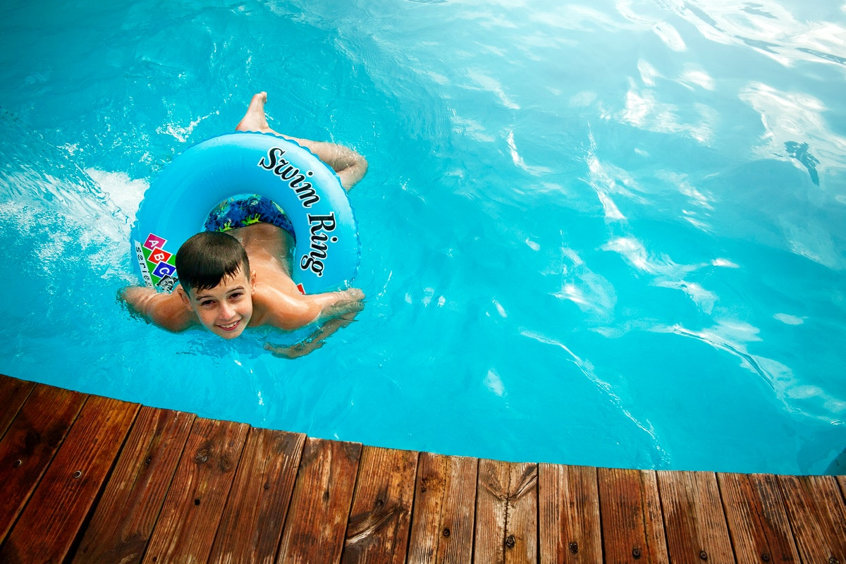 Five Materials to Use for Your Pool Decking
